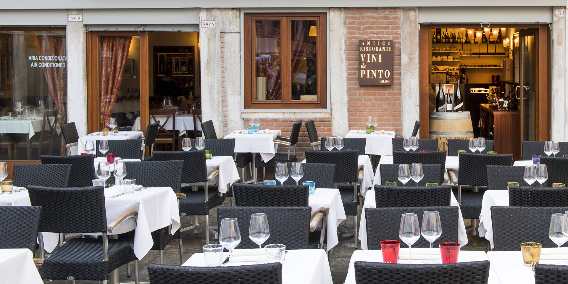 Vini da Pinto - Restaurant at the Rialto - Outside seating neat the Rialto Market